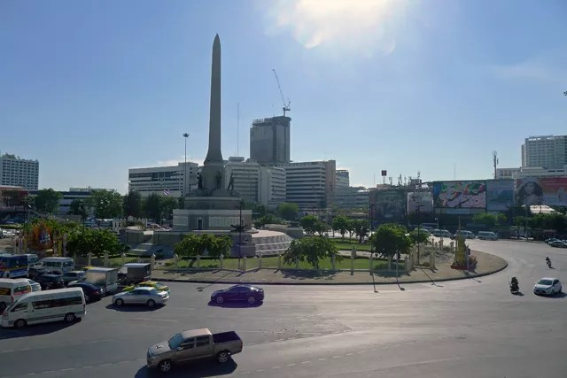 Victory Monument station