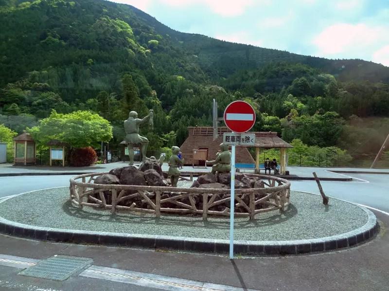 奥泉駅に車を駐めて、景色のいいアプトラインを往復する人もいそうです。