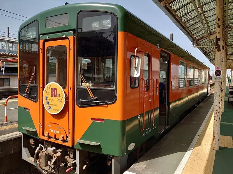 国鉄二俣線全線開通80周年記念ヘッドマークが付いたラッピング列車 『Re+(リ・プラス)』