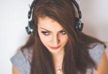 Persona con audifonos