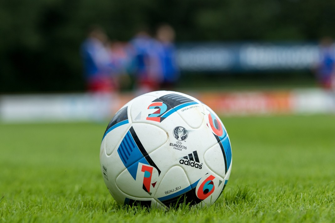 football-2042585_1920