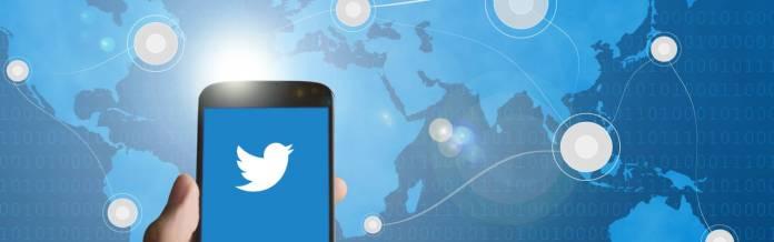 Celular aplicación twitter