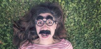 Chica con bigotes