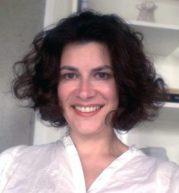 Gabriela Campedelli é jornalista, com mestrado em ciências da comunicação pela USP e MBA em marketing e mídias digitais na Europa. Atualmente é diretora de marketing.