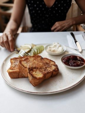 zoti and julia cafe tel aviv french toasts