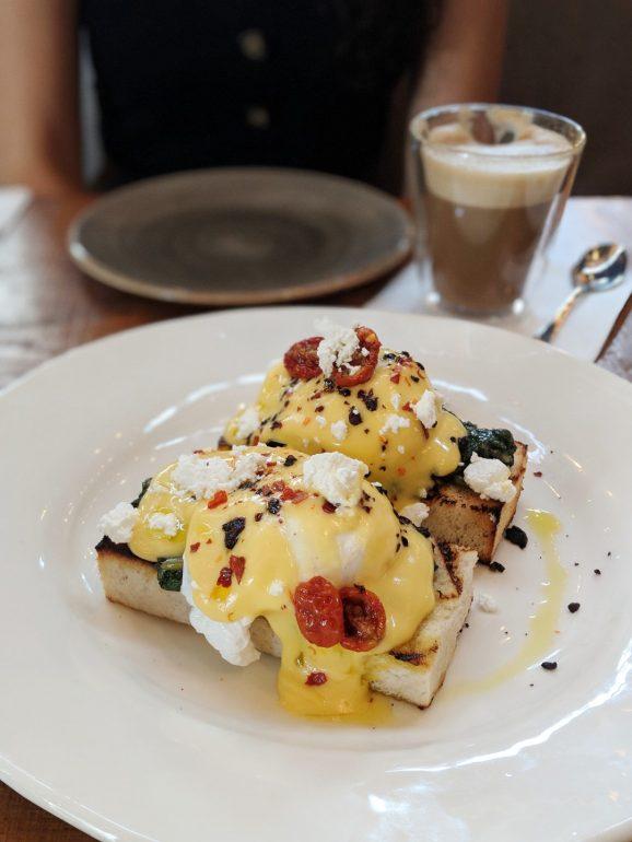 claro restaurant tel aviv eggs benedict