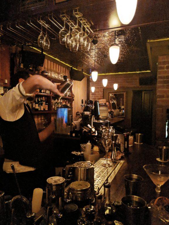 223 cocktail bar in tel aviv bartender