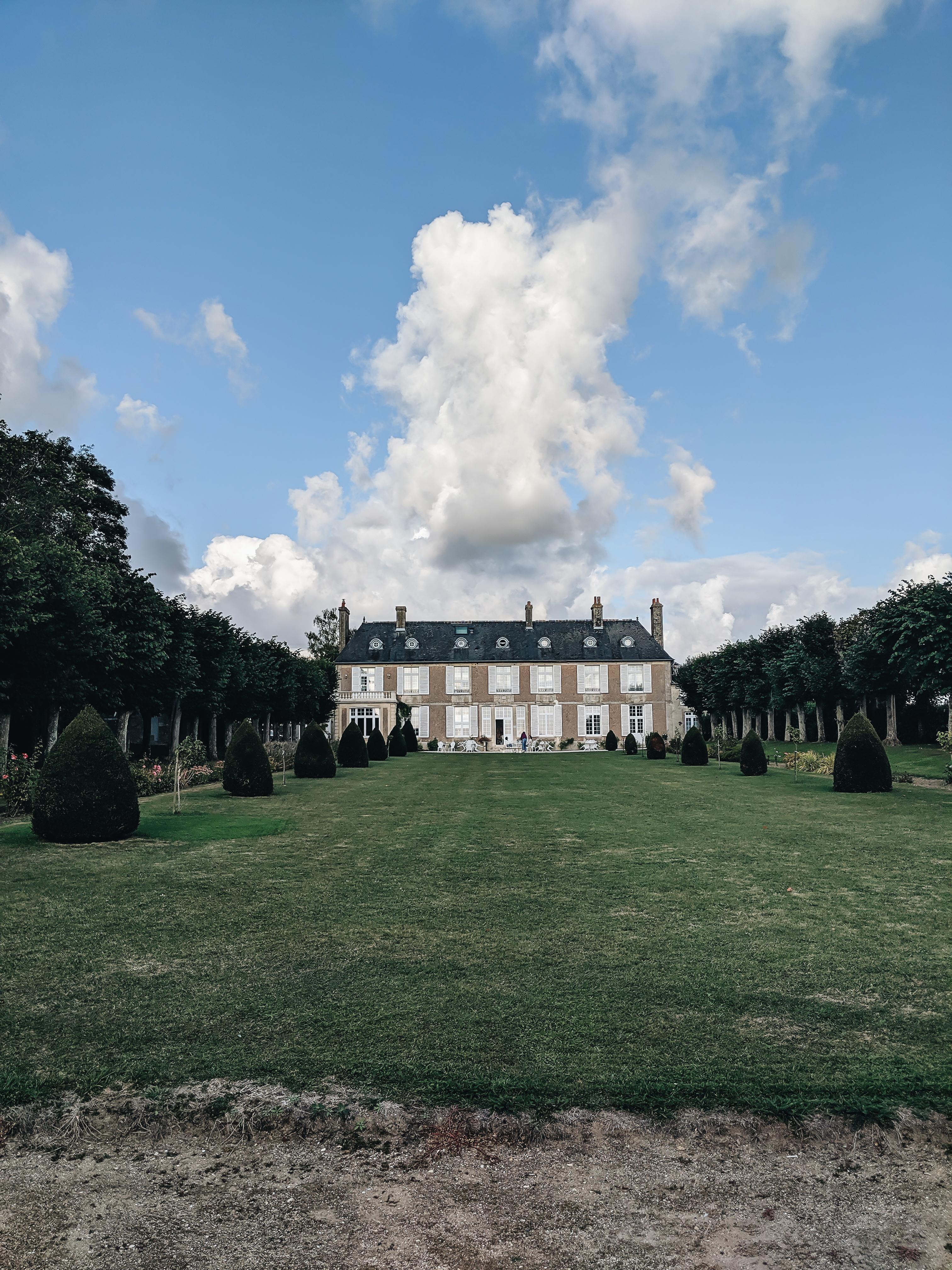 Domaine De Bayeux - garden view