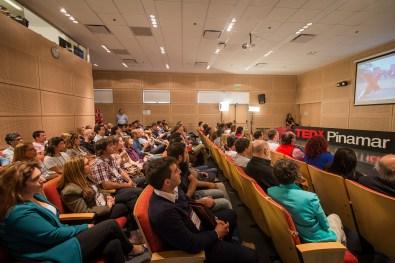 Momentos en que los asistentes disfrutaron de una charla TED internacional. (Fotos Diego Medina)