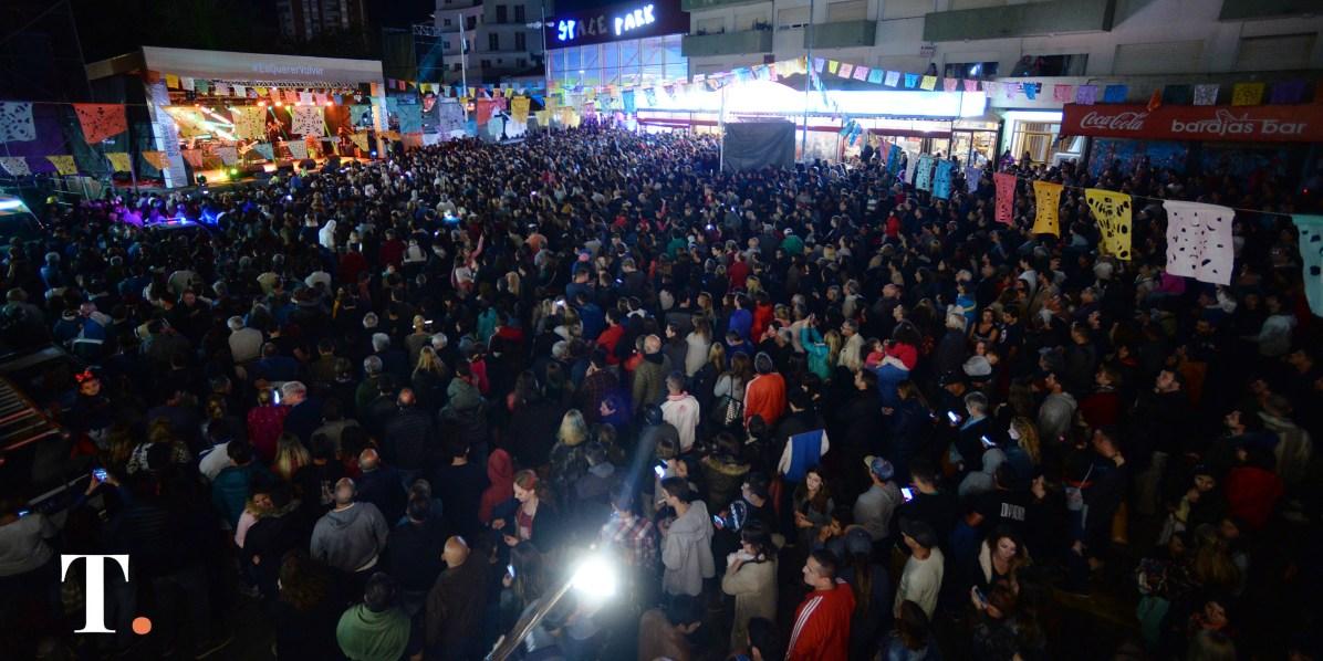 No quedó espacio por llenar en la Plaza Primera Junta (Fotos Ricardo Stinco).