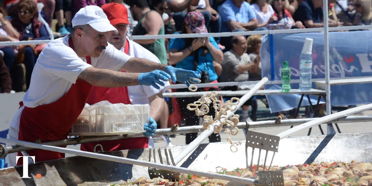 Mariscos, rabas, mejillones y langostinos frescos (Fotos Ricardo Stinco).