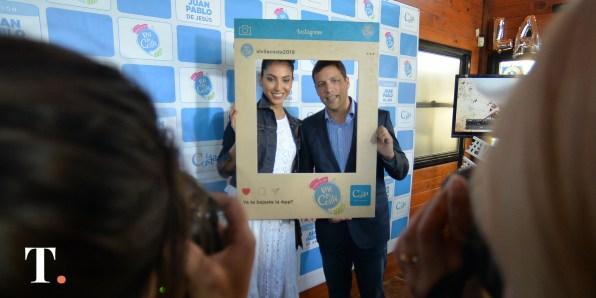 El intendente con su pareja, la modelo Alexia Toumikian (Fotos Ricardo Stinco).