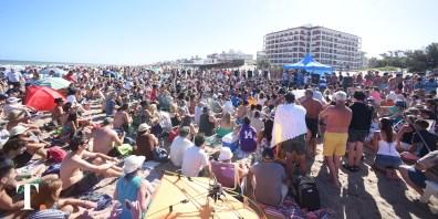 Una gran cantidad de personas se acercó para escuchar a Kicillof (Fotos Ricardo Stinco).