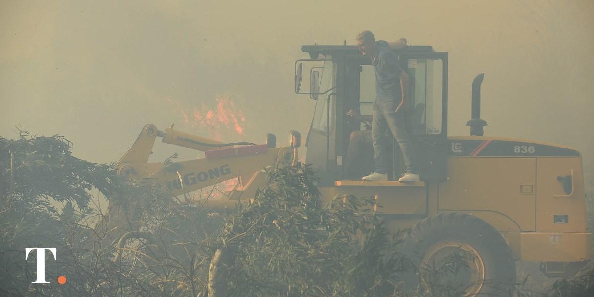 El intendente Barrera se acercó hasta el lugar del incendio y participó de las tareas realizadas contra el incendio.