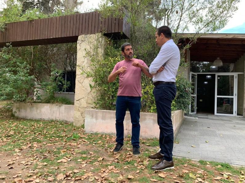 Durante la charla con el intendente, Álvarez Echaniz estuvo evaluando una serie de trabajos a realizar sobre el espacio público.