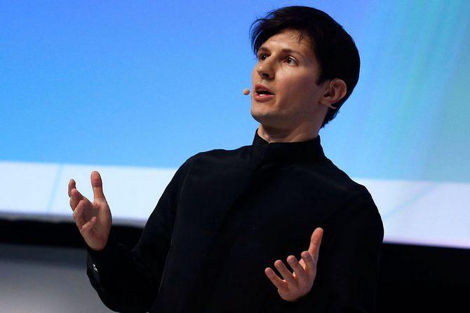 Павел Дуров выступает на конференции