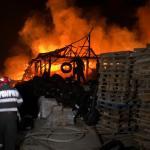 Incendiu depozit materiale de constructii