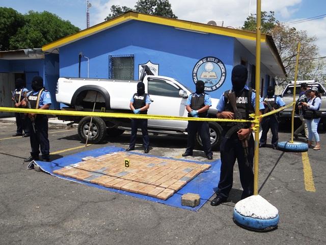 Policía Nacional incauta 121 paquetes de cocaína.