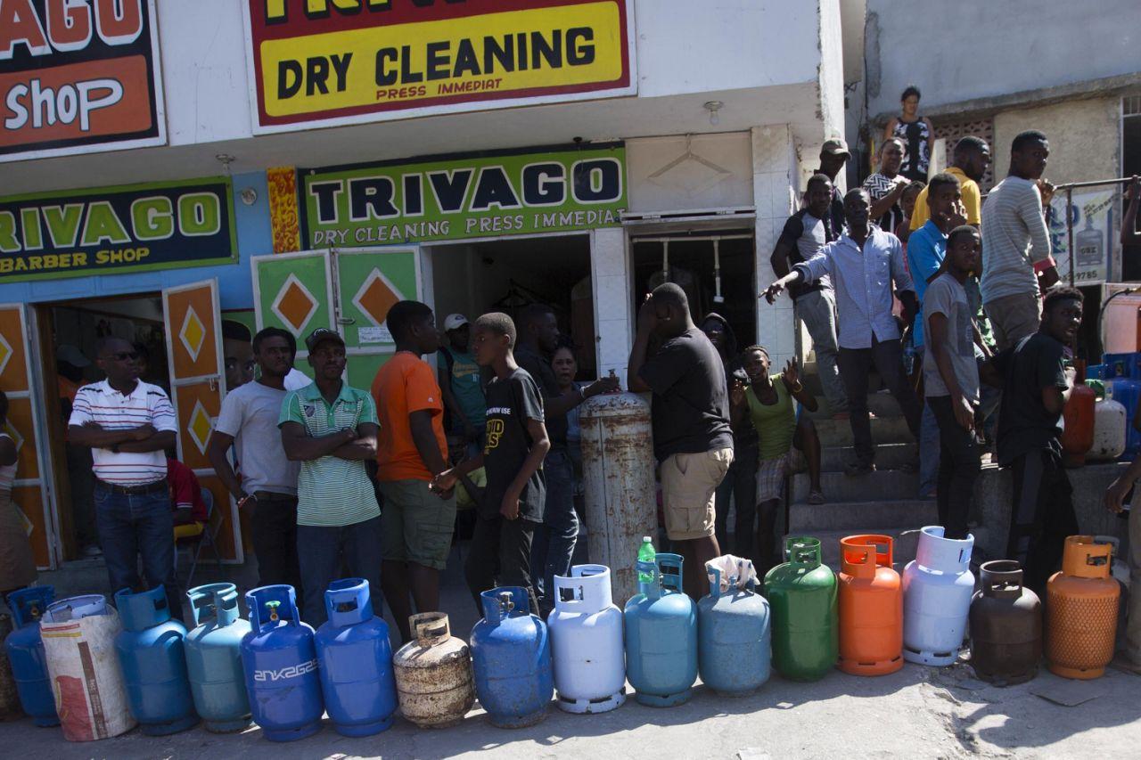 Haití vuelve tímidamente a la normalidad después de las violentas protestas