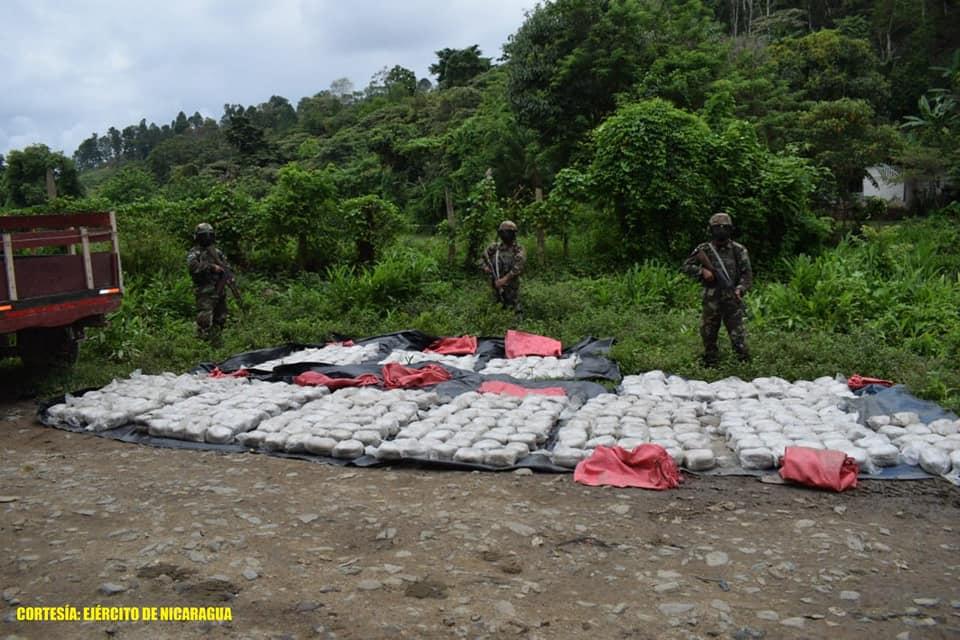 Ejército de Nicaragua incauta 1,030 óvulos de marihuana en Jalapa.