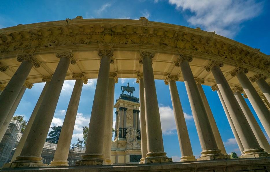 Monument and Columns Retiro Park