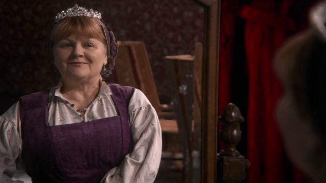 johanna (played by lesley nicol) trying on snow white's tiara
