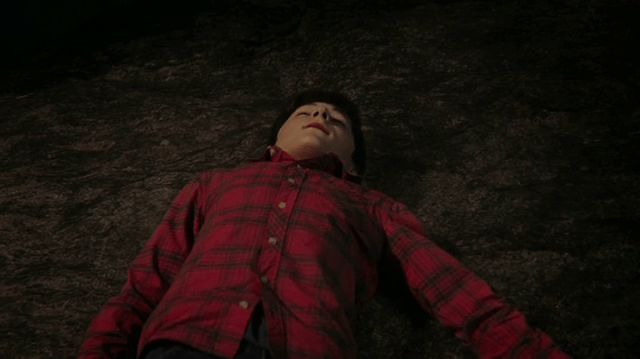 a screencap of henry (played by jared s. gilmore) being dead