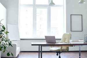 empty-office-space-picture-id596782274