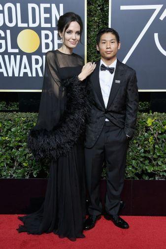 Angelina Jolie med son