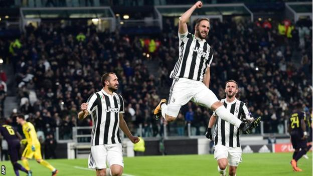 Gonzalo Higuain scored the fastest brace by a Juventus player in Champions League history