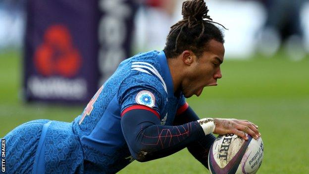 Teddy Thomas scores a try for France