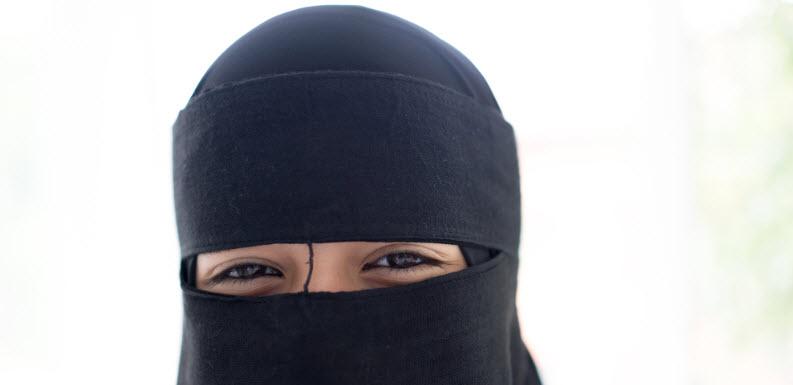 E-Bay Hosts 'Halloween Burqa' Costumes For Sale