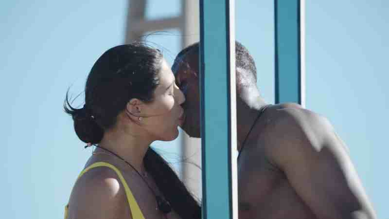 Sherif and Anna kiss.
