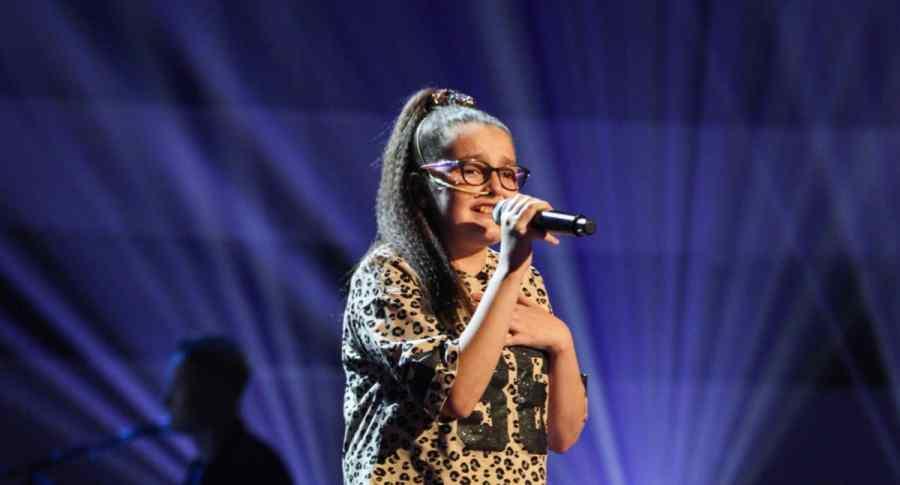 Chloe performs