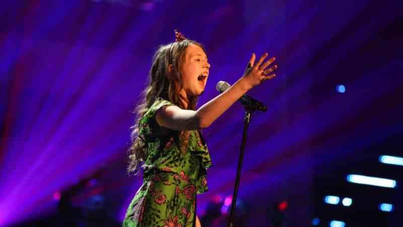 Gracie-Jayne performs.