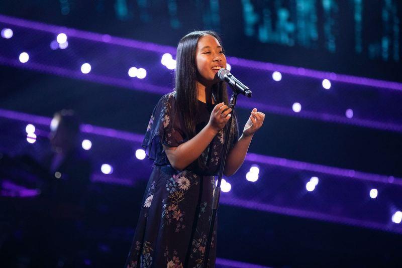 Justine performs.