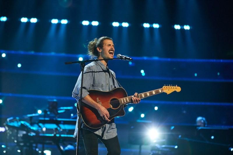 Liam Hannigan performs.