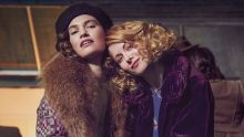 The Pursuit Of Love. Picture Shows: Linda (LILY JAMES), Fanny (EMILY BEECHAM) - (C) Theodora Films Limited & Moonage Pictures Limited - Photographer: Robert Viglasky