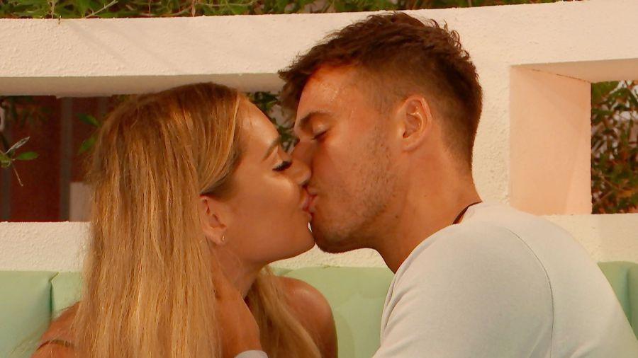Brad and Lucinda turn up the heat and lock lips.