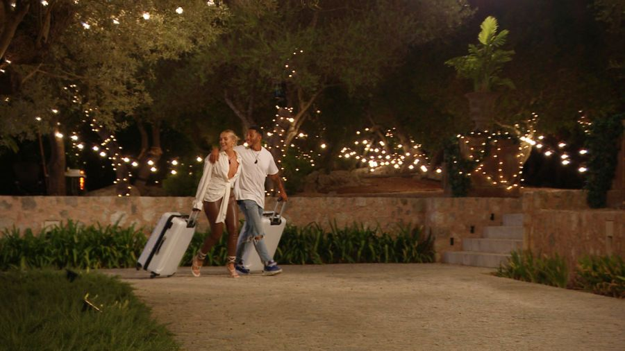 Mary and Aaron leave the villa