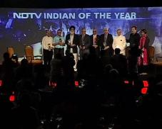 Election Commission former chairs with the award