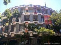 Casa Decor, se ha realizado este año en la antigua Embajada Británica, un edificio circular situado en la C/ Fernando el Santo, 16. Edificio original y que para la ocasión también fue vestido por fuera, en sus ventanas.