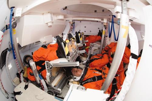 Interior de um modelo à escala real da Orion (http://telstarlogistics.typepad.com)