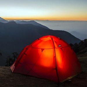 telt som står på bjerg hvor der er en flot udsigt over bjergene