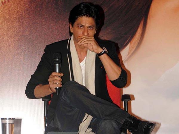 31 1496235855 sharukh khan sad 617 షారుక్ విమాన ప్రమాదంలో దుర్మరణం అంటూ.. సోషల్ మీడియాలో వైరల్..   Going Viral! Shocking Death Hoax Of Shahrukh Khan Killed In A Plane Crash In Paris
