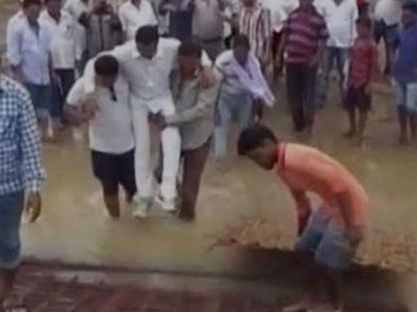 Odisha MLA Manas Madkami does a Shivraj, crosses mud in supporters' arms