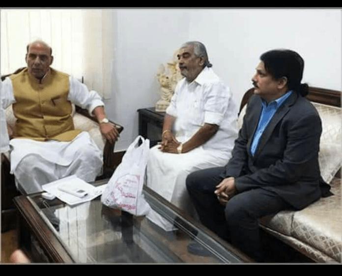 Tirumala Head Priest Ramana Deekshithulu meets Rajnath Singh and Amit Shah