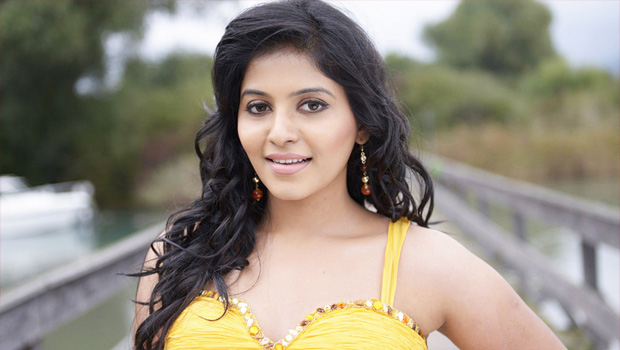 anjali full busy in back to back movies