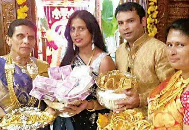 Auto Driver Son Lakshmi Pooja With 73 Lakhs