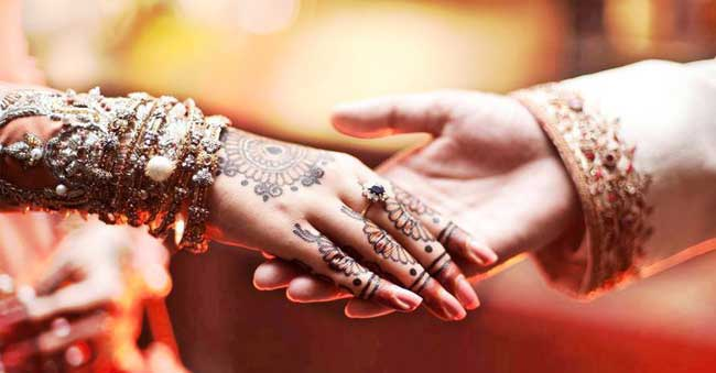 Hindu Girl asks Muslim Guy to convert to Hinduism to marry her!